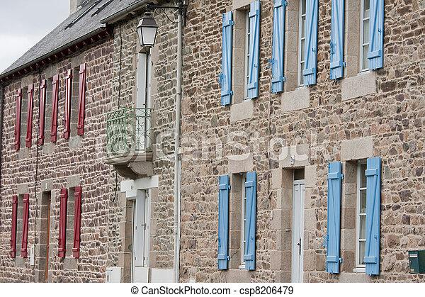 Stock de fotos fachada tradicional bret n casas rojo for Fachada tradicional