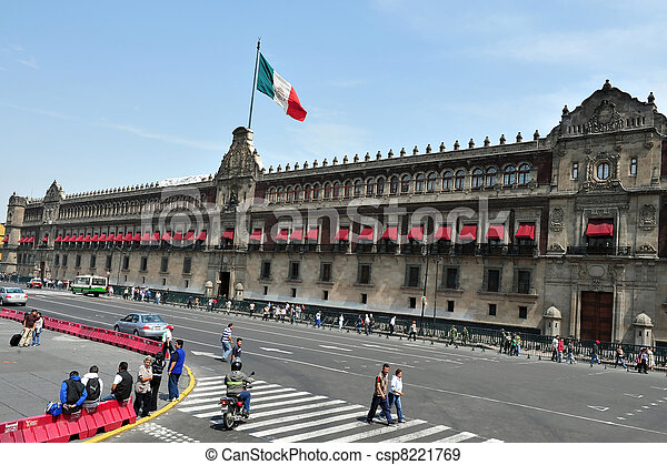 Zocolo in Mexico City - csp8221769
