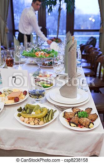 Images De Unrecognizable Personne Monture Table