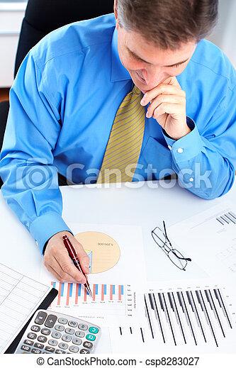 contador, hombre de negocios - csp8283027