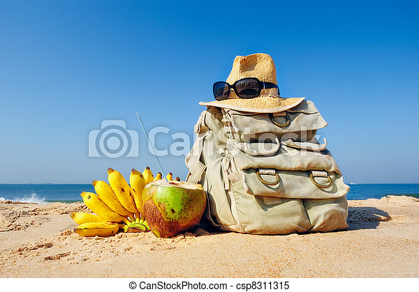 Knapsack on the beach - csp8311315