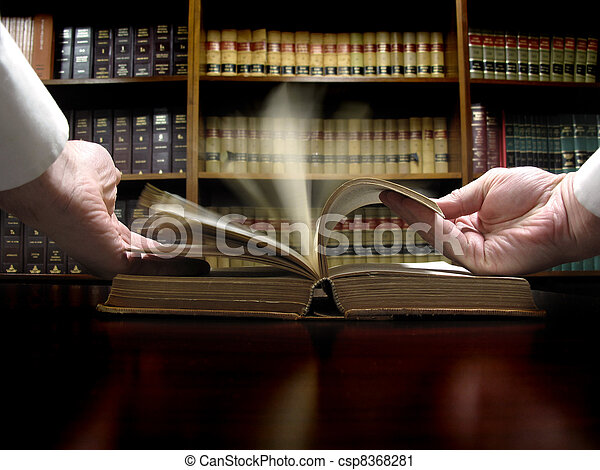lei, livro, mão - csp8368281