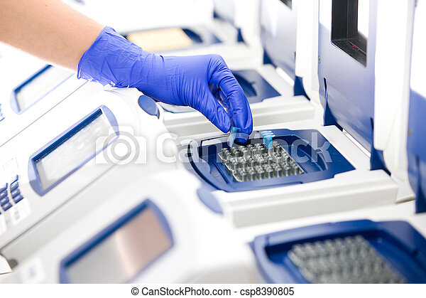 Scientist with DNA copying, Real-time cycler, wide - csp8390805