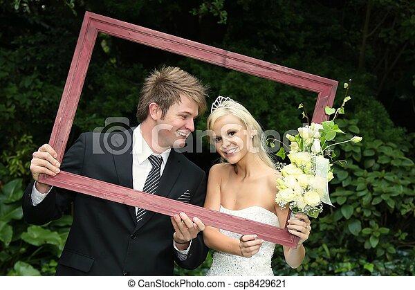 photo encadr heureux mariage couple image images photo libre de droits photos sous. Black Bedroom Furniture Sets. Home Design Ideas