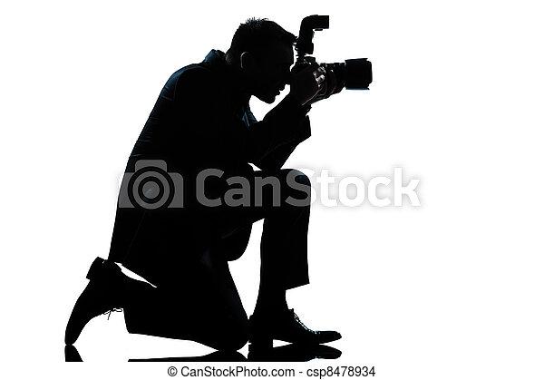 silhouette man kneeling photographer - csp8478934