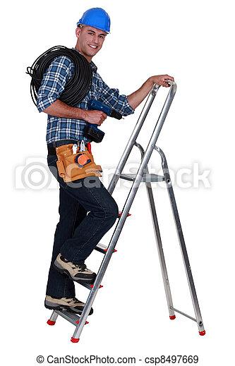 Stock de fotos un electricista monta ismo escalera for Escalera de electricista
