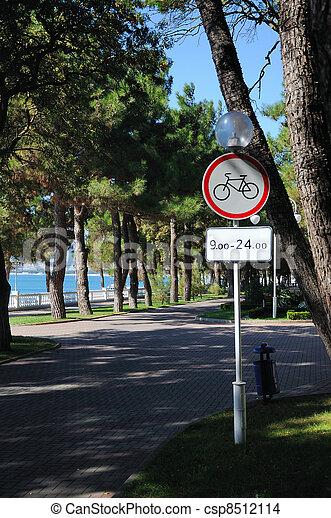 Dudas sobre carril bici. Can-stock-photo_csp8512114