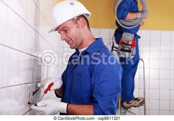 Electrical team wiring wall sockets - csp8611321