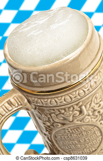 Beer mug with froth - csp8631039