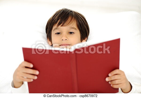 Kid reading book in bed - csp8670972