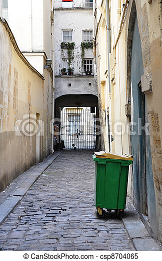Parisian courtyard - csp8704065