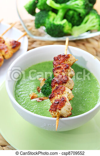 Broccoli soup with skewered chicken - csp8709552