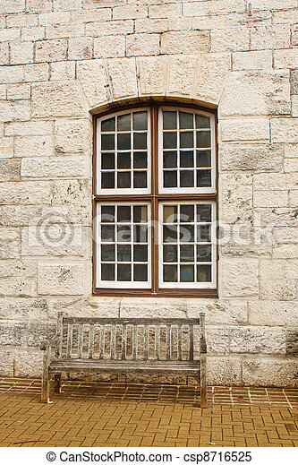Archivi immagini di vecchio legno panca sotto finestra pietra blocco csp8716525 cerca - Panca sotto finestra ...