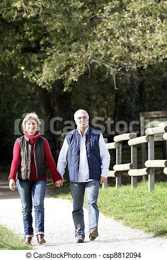 Couple walking down path - csp8812094