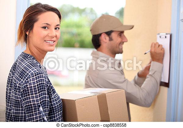 frau, annahme, paket - csp8838558