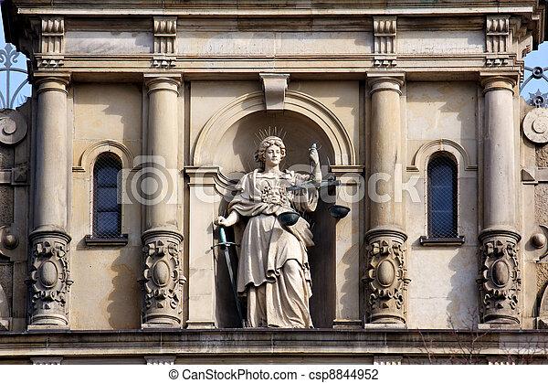 escala de la justicia, dama, espada - csp8844952