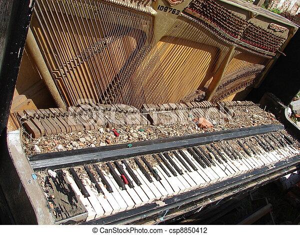 old broken obsolete piano - csp8850412