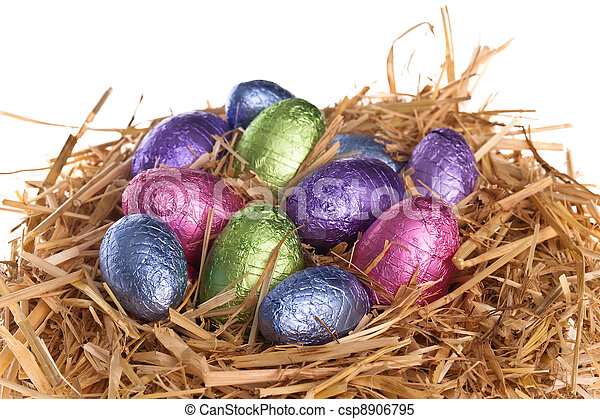 Straw nest with chocolate Easter eggs - csp8906795