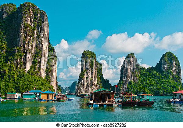 Floating fishing village in Halong Bay - csp8927282