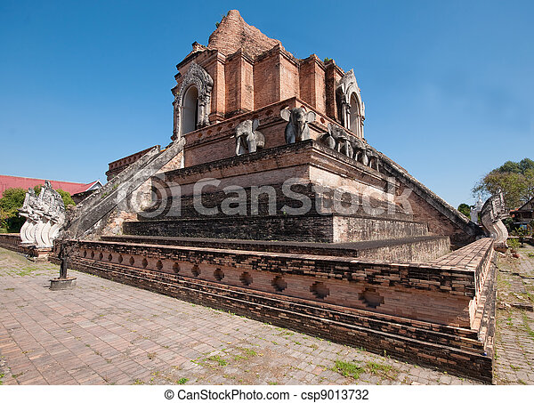 Wat chedi luang temple in chiangmai province, Thailand - csp9013732