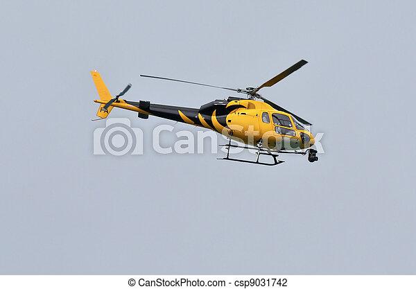 Photo nouvelles h licopt re image images photo libre de droits photos - Helicoptere jaune et rouge ...