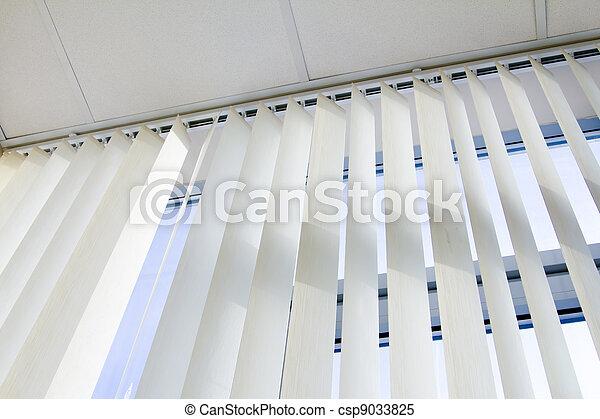 Images de plafond fen tre jalousie bureau csp9033825 for Fenetre jalousie