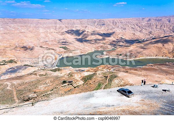 Valle, wadi, Al, Mujib, río, dique, Jordania - csp9046997