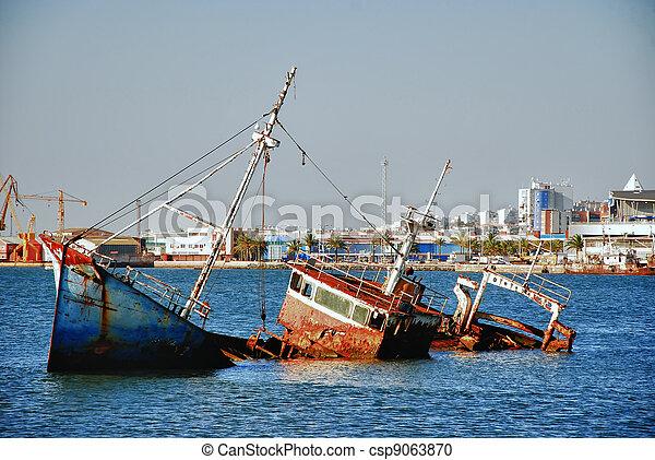 Big historic spanish ship wreck - csp9063870