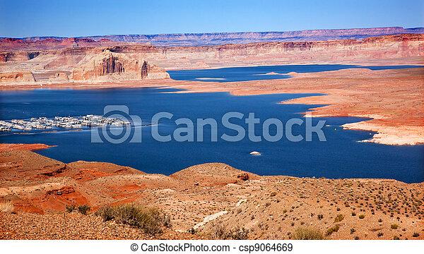 Wahweap Bay Wahweap Marina Castle Rock Lake Powell Glen Canyon Recreation Area Arizona - csp9064669
