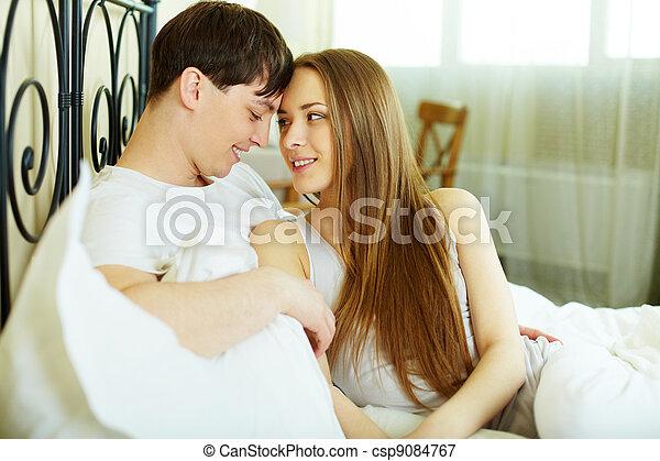 image de intimit amoureux couple mensonge lit regarder une csp9084767 recherchez. Black Bedroom Furniture Sets. Home Design Ideas