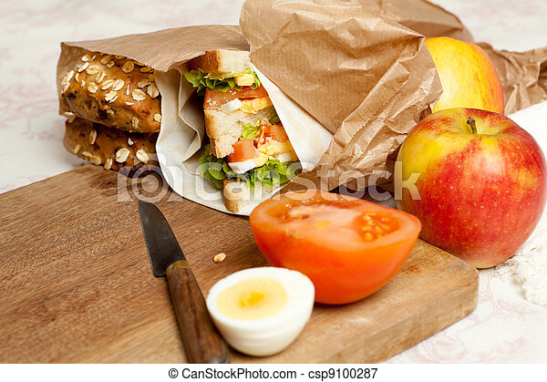 Fruit and sandwiches for lunch - csp9100287