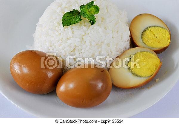 Photo de riz oeuf cuit vapeur riz servi oeufs brun - Riz au cuit vapeur ...