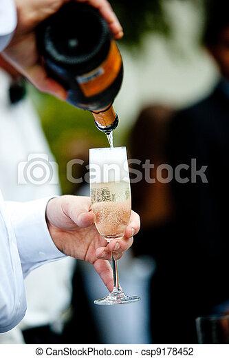champagne pour - csp9178452