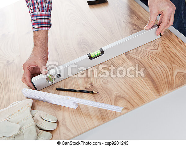 Worker working on laminate floor - csp9201243