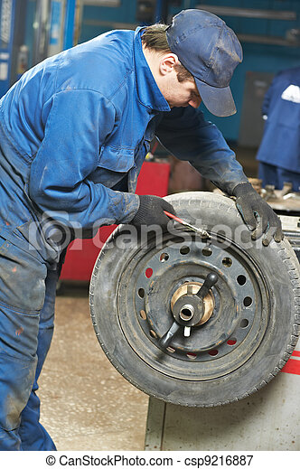 machanic repairman at tyre balancing adjustment - csp9216887