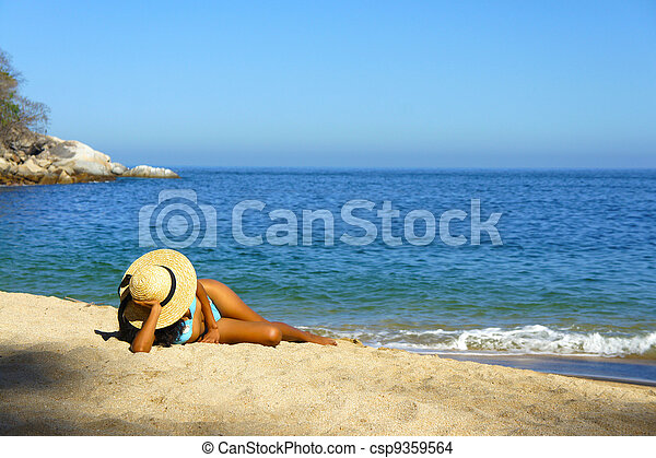 Woman lying on the beach - csp9359564