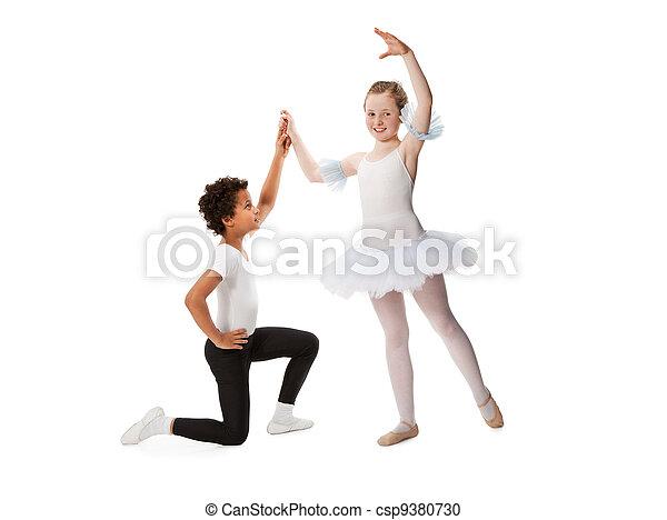 tarjeta de crédito interracial bailando