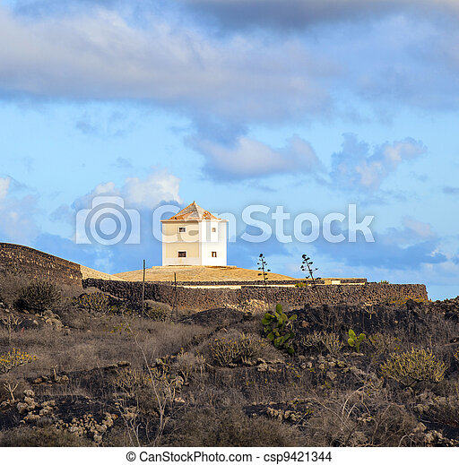 Yaiza, Lanzarote - old  farm house  converted in a home  - csp9421344