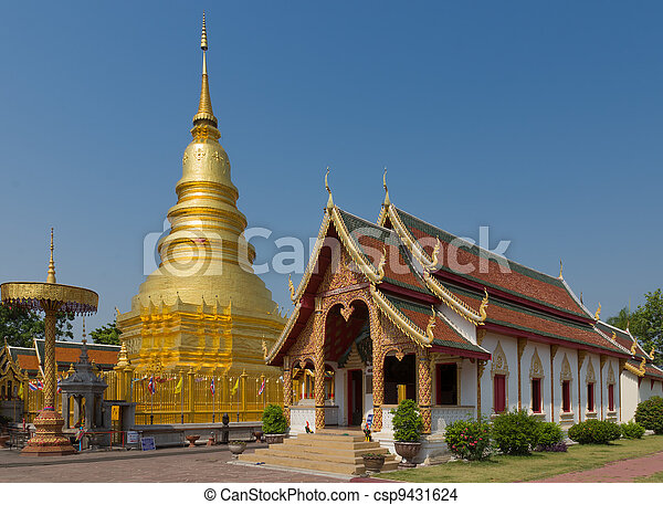 The 46-metre tall golden Chedi which is a major place of worship, Phra That Hariphunchai Woramahawihan Temple, Lamphun, Thailand - csp9431624