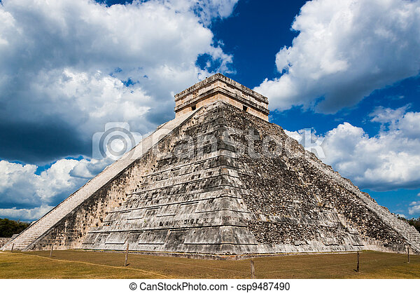 Chichen-Itza El Castillo Mayan Themple of Kukulcan on Yucatan peninsula in Mexico. One of the most impressive and best preserved ruins in Mexico. - csp9487490