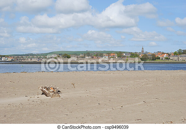 looking over the Tweed estuary to Berwick-upon-Tweed medieval city walls,bridges and river, spire and sandbank - csp9496039