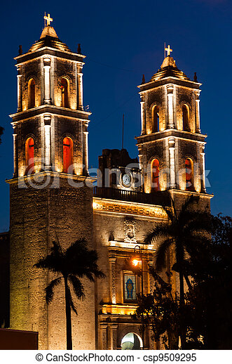 Church at night on Plaza Mayor in Valladolid Mexico - csp9509295