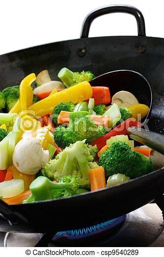 Banque de photographies de cuisinier l gumes wok for Cuisinier 3 etoiles legumes