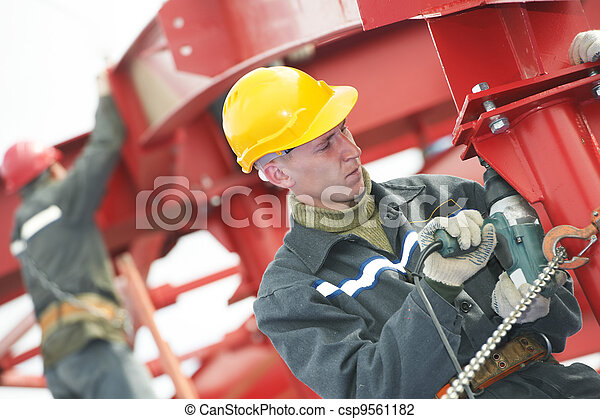 builder worker assembling metal construction - csp9561182