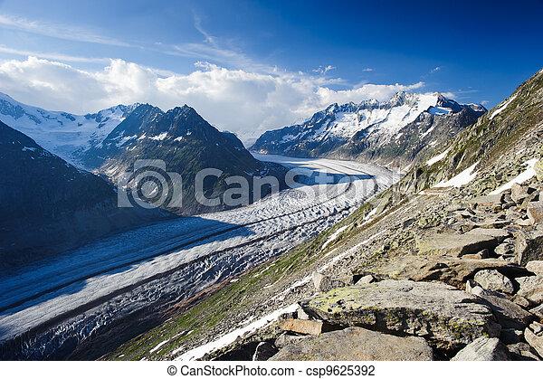 Mountain panorama of Aletsch glacier with Schoenenbuelhorn (3854m) and Wannenhorn (3906m). View from Bettmerhorn. Part of the Jungfrau-Aletsch UNESCO World Heritage, Wallis, Switzerland. - csp9625392
