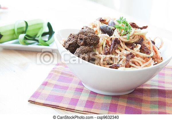 Vegan Zucchini Noodles - csp9632340