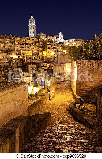 Matera di Notte, Italia - csp9636529