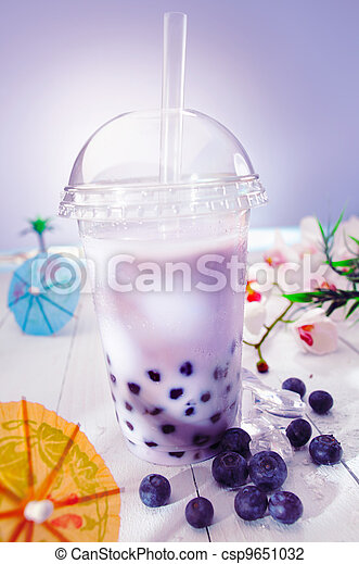 Bubble tea with berries - csp9651032