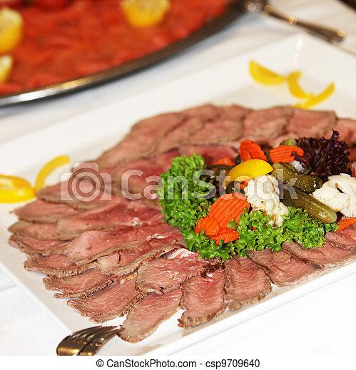 Medium rare sliced beef platter - csp9709640
