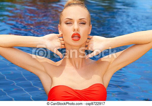 Glamorous woman posing in the pool - csp9722917